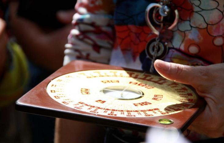 universe customized kompass
